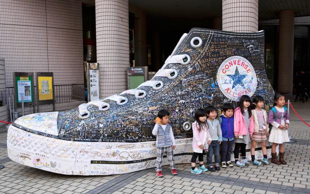 Гигантские Converse уже в Токио