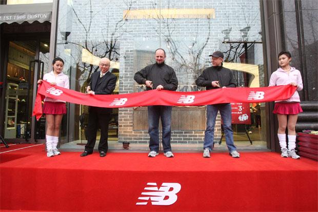 Магазин обуви New Balance в Шанхае