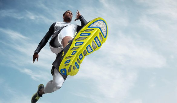 Беговые кроссовки с новой технологией - Under Armour Spine