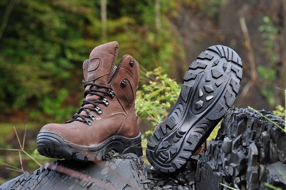 Какие материалы используются при изготовлении обуви для трекинга?
