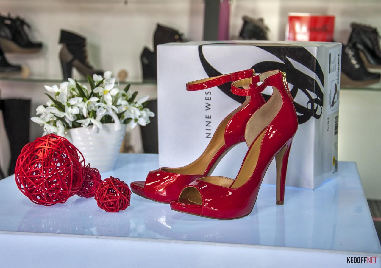 Магазин женской обуви Nine West