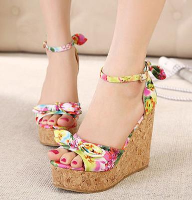 Купить обувь на танкетке недорого в интернет-магазине брендовой ... 2d0d7512773