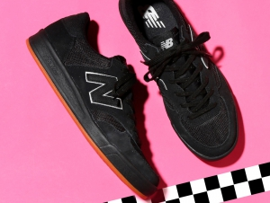 Mens sneakers New Balance CRT300MN (Black)