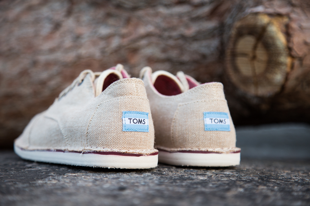 toms-desert-oxford-natural-burlap-feature-sneaker-boutique-3_0