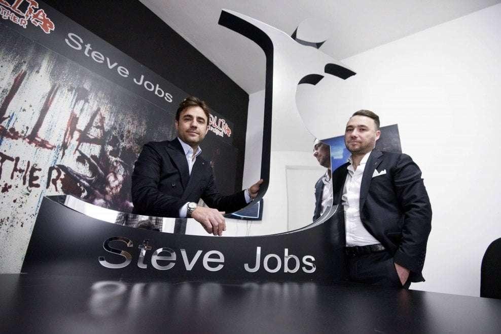 54e88d6ad56 Стив Джобс - Итальянский бренд одежды. Неаполитанские мафиози ...